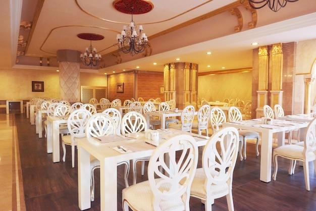 유럽 스타일의 새롭고 깨끗한 고급 레스토랑. 아마라 돌체 비타 럭셔리 호텔. 의지. Tekirova-kemer. 터키 무료 사진