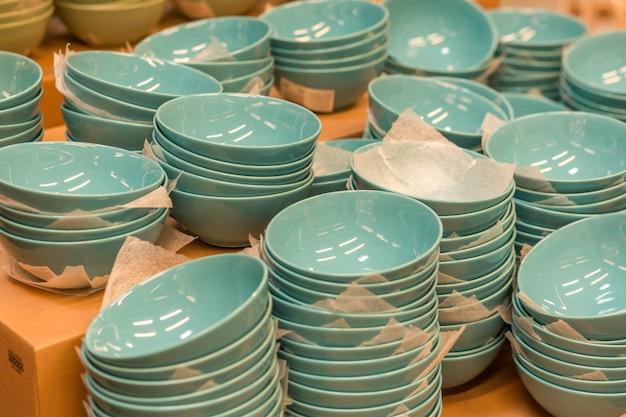 New bowls on the shop window Premium Photo