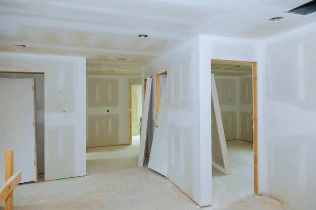 New construction of drywall plasterboard interior room Premium Photo