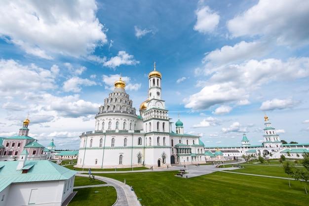 Воскресение нового иерусалима, воскресенский, новоиерусалимский монастырь в истре в россии. Premium Фотографии