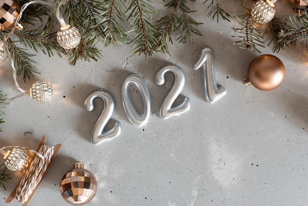 New year 2021 silver balloons with fireworks | Premium Photo