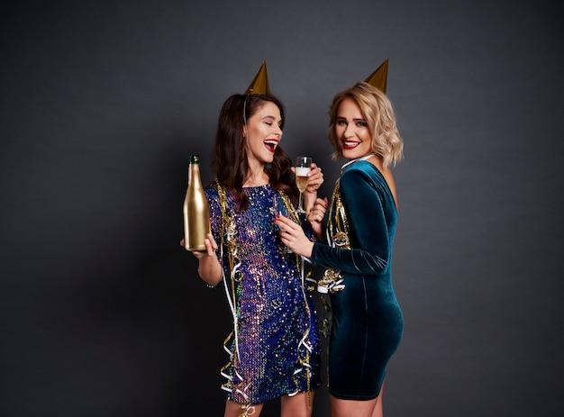 Новый год - хорошее время пить шампанское Бесплатные Фотографии