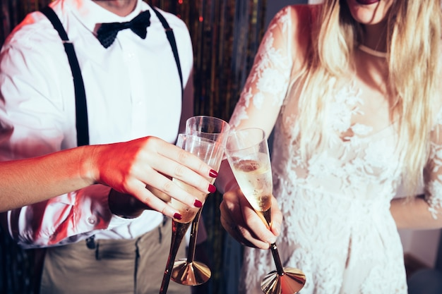 New year party concept with couple holding glasses Free Photo