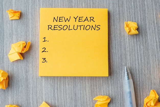 New year resolutions word on yellow note Premium Photo