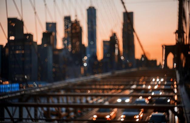 New york city brooklyn bridge defocused abstract city night lights background Premium Photo