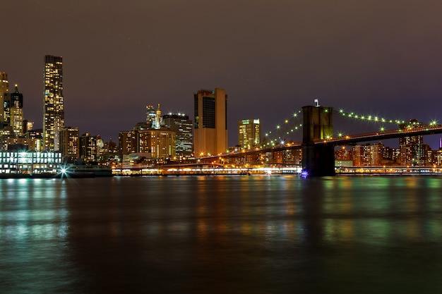 New york city manhattan buildings skyline night evening Premium Photo