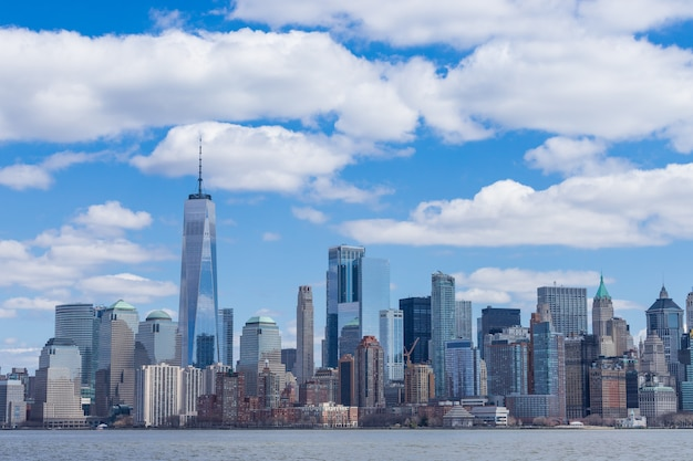 New york city skyline manhattan downtown with one world trade center and skyscrapers usa Premium Photo