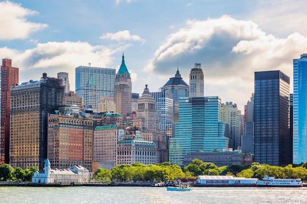 허드슨 강 맨해튼 스카이 라인과 뉴욕시 무료 사진