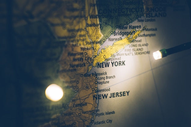 New york on the map of the united states. travel concept. Premium Photo