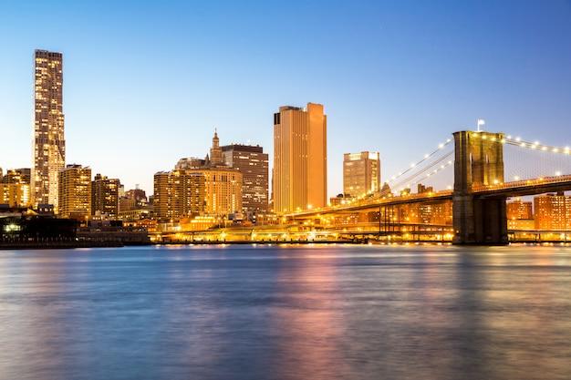 New york mid town with brooklyn bridge Premium Photo