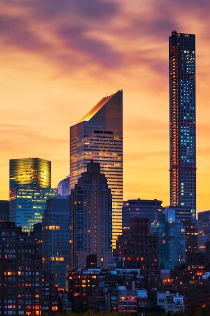 日没時のニューヨークの超高層ビル、アメリカ。 無料写真