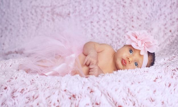 Newborn baby girl with pink tutu. Premium Photo