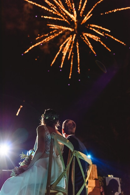Newly-married couple looking at the sky fireworks. Premium Photo