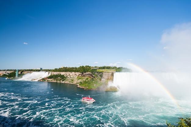 Ниагарский водопад летом Premium Фотографии