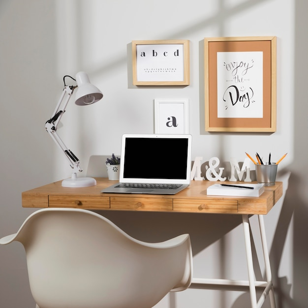 Nice and organised workspace with lamp Free Photo