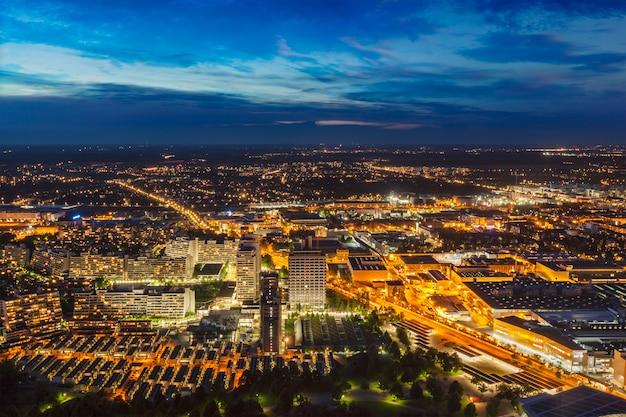 Ночной вид с воздуха на мюнхен, германия Premium Фотографии