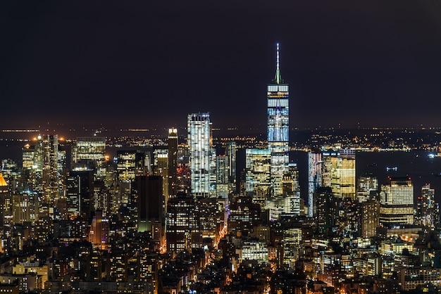 Ночной городской пейзаж манхэттена Premium Фотографии