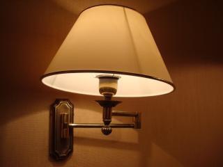 夜のホテルのランプ 無料写真