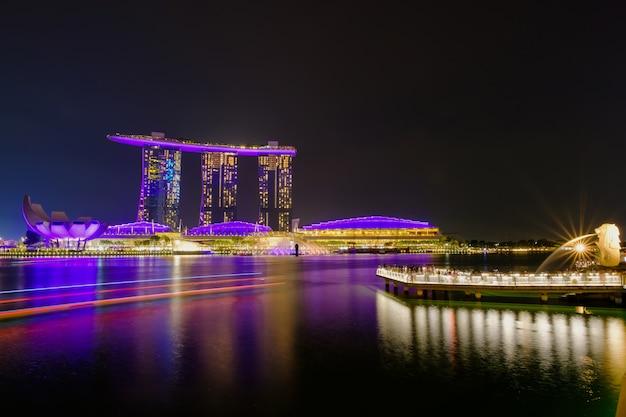 Night life at merlion and singapore city Premium Photo