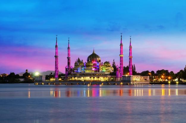 Night view of crystal mosque in kuala terengganu, malaysia. Premium Photo