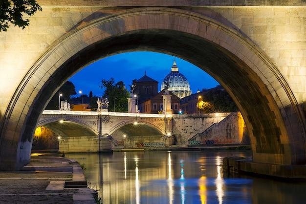 ローマ、イタリアの夜景 Premium写真