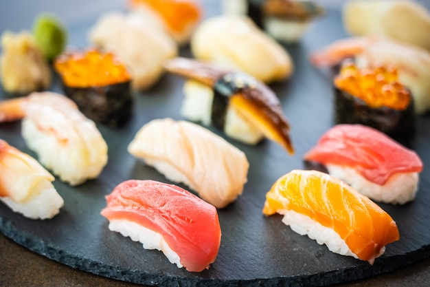 Nigiri sushi set with salmon tuna shrimp prawn eel shell Free Photo