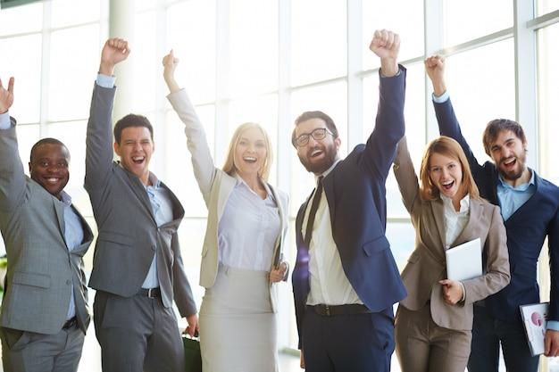成功を祝うビジネスマン 無料写真