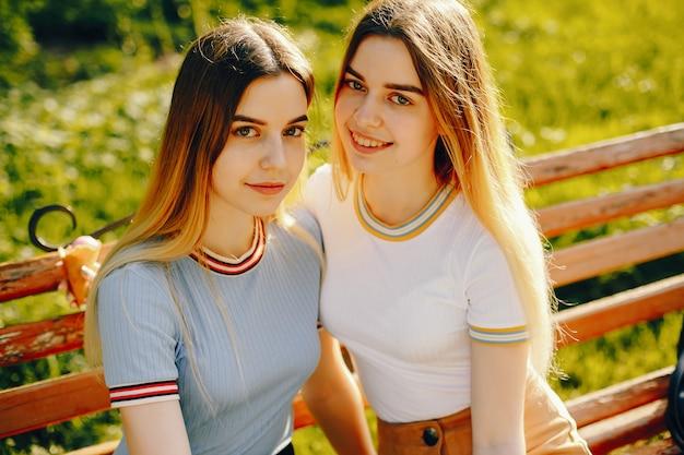 Молодые и красивые девушки — 15