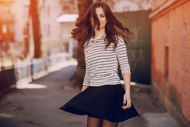 スカートで回しガール 無料写真