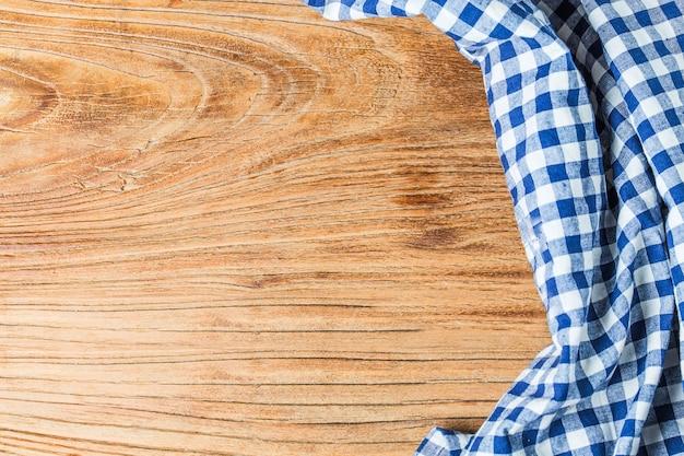 白い背景、コピースペース、トップビューに青いテーブルクロス。 無料写真