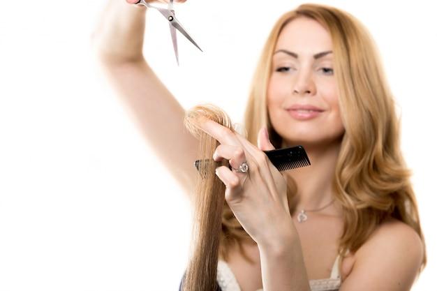 髪をカットする女 無料写真