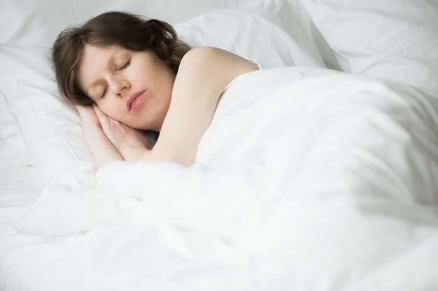 安らかに眠っている女 無料写真