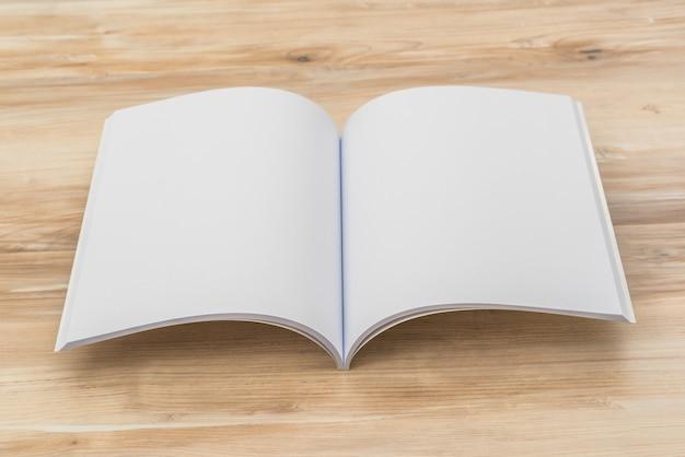 開いている小冊子 無料写真