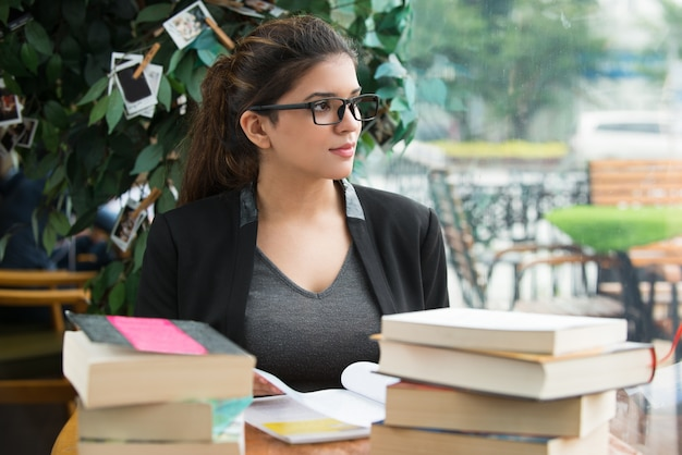 Картинки по запросу девушка студентка с книгами