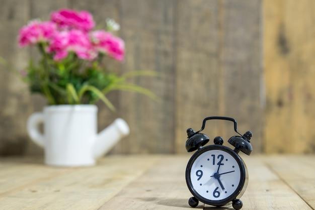 Ретро будильник эскиз — векторное изображение © lhfgraphics #13981745.