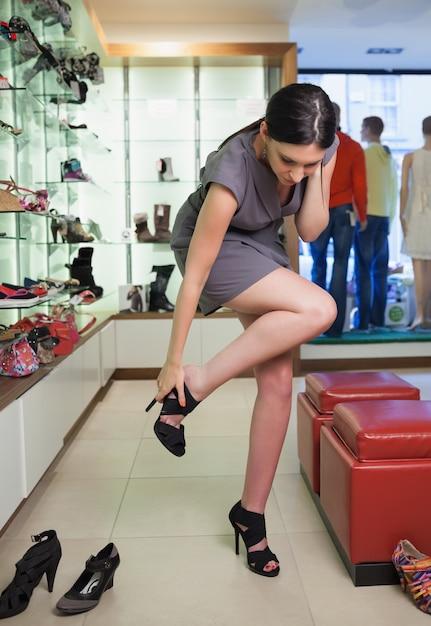 фото ножки продавщицы