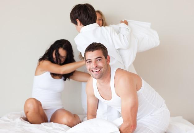 В спальне видео семейной