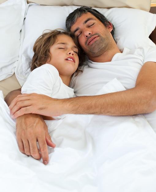 Дочка папа с смотреть спит