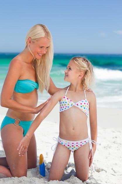 И нудистки на фото смотреть дочки папы мамы пляже