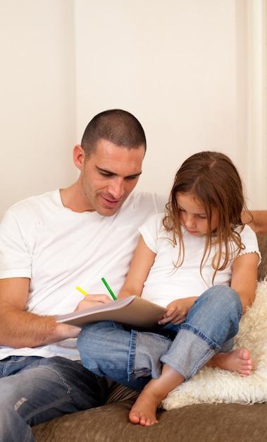 папа и дочь на коленках видео