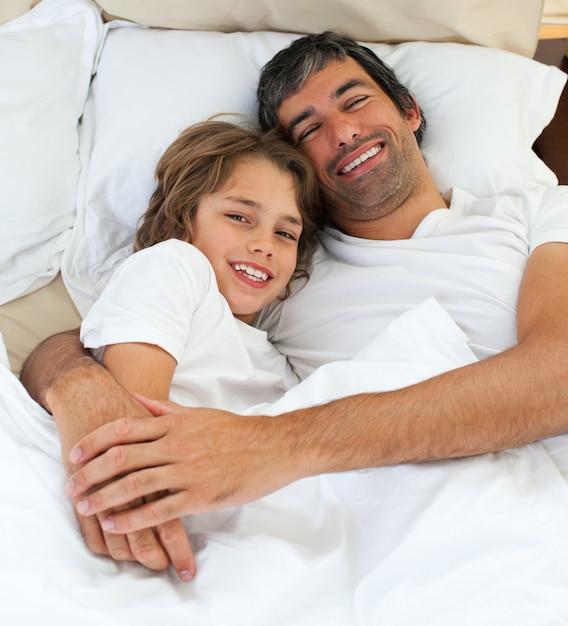 в постели с папашей онлайн