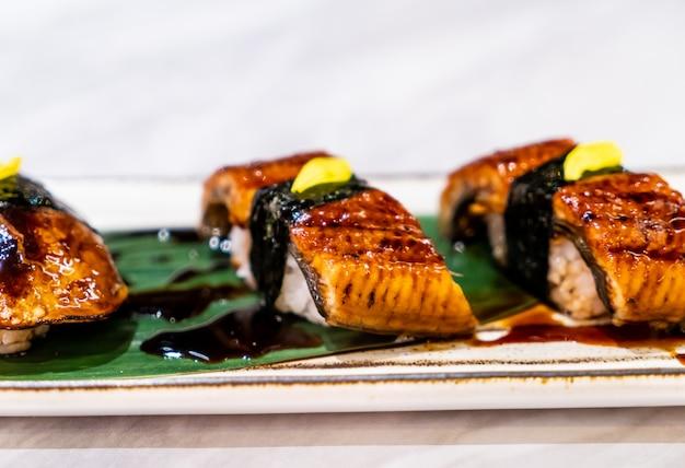 Суши фуа-гра - японская еда Premium Фотографии
