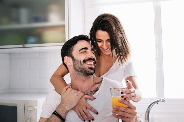 10 історій про подружжя, чиє почуття гумору зробило спільне життя куди веселіше