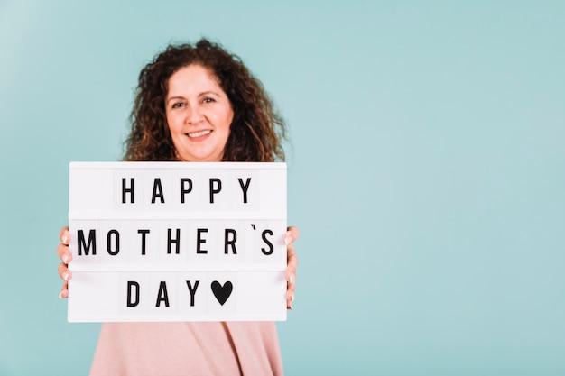 母の日の挨拶をする女性 無料写真