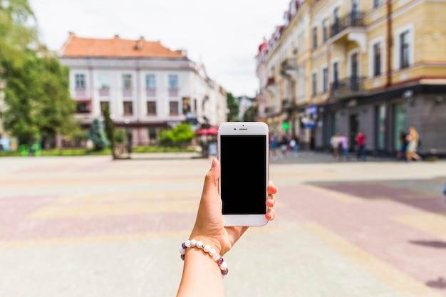 Гифка женщина телефон подземка гиф картинка, скачать анимированный.