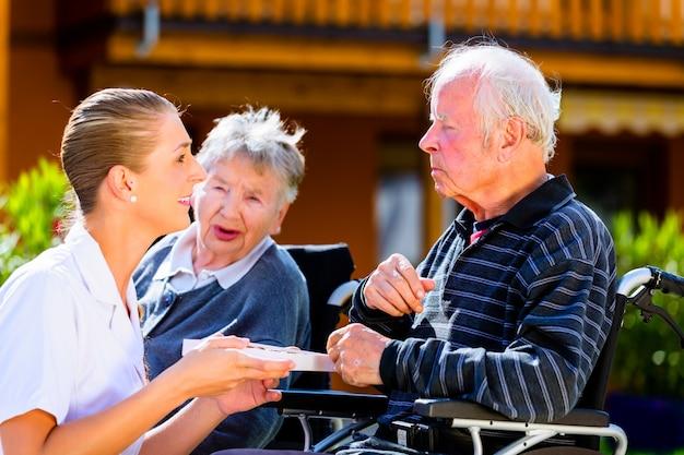 Дома для престарелых перевод на английский дом престарелых психические заболевания