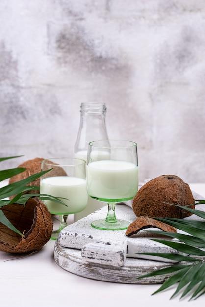 Немолочное натуральное кокосовое молоко Premium Фотографии