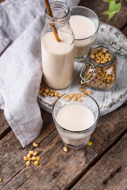Немолочное веганское соевое молоко Premium Фотографии