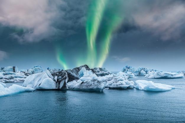 Northern lights aurora borealis over jokulsarlon glacier ice lagoon in iceland Premium Photo