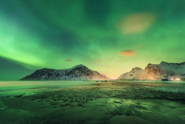Lofoten 섬의 오로라 프리미엄 사진